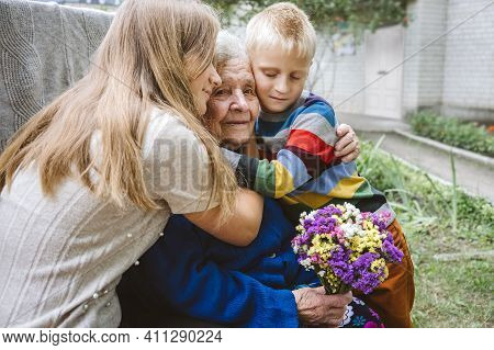 Family Groups, Multigenerational Households, Great-grandmother And Great-grandchildren. Candid Portr