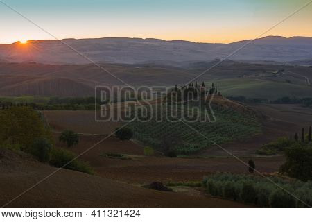 Tuscana, Italy - September 21, 2017: Dawn Rural Landscape With The Old Villa Podere Belvedere. Neigh