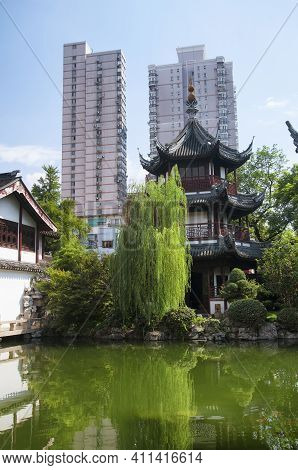 The Kui Xing Pagoda At The Shanghai Confucius Temple In Shanghai China With A Modern Cityscape Backg