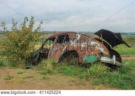 Minsk, Belaraus - October 2, 2012: The Legendary Soviet Car Gaz M20 Pobeda Burned, Dented And Rusty