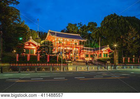 November 20, 2018: Main Gate Of Yasaka Shrine, Or Gion Shrine, Located In Gion District Of Kyoto, Ka