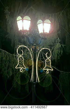 Bright Lanterns Illuminating In The Night In City Park. Streetlight Concept. Street Light Or Lantern