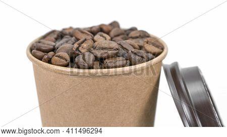 Odnorazovyy Stakan I Zerna Kofe Na Belom Fone   Aromat; Aromaticheskiy; Fon; Bob; Bezhevyy; Napitki;