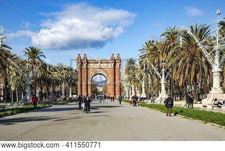 Spain, Barcelona, September, 2020 - Arc De Triomf In The Citadel Park Or Parc De La Ciutadella In Ba