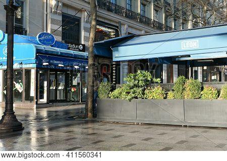 Paris, France. March 07. 2021. Famous Restaurant On The Champs-elysées Avenue. Closed Business Witho