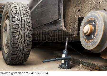 A Rear Hub Of The Car After Removing A Tire And Wheel. Maintaining A Brake And Wheel System, Car Jac