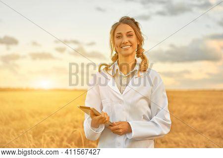 Woman Farmer White Coat Smart Farming Standing Farmland Smiling Using Digital Tablet Female Agronomi