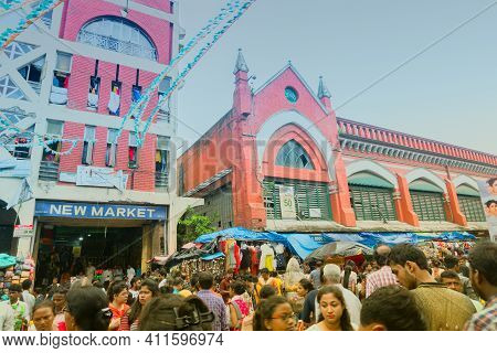 Kolkata, West Bengal, India - 10th September 2019 : Shoppers Outside New Market At Esplanade Area ,