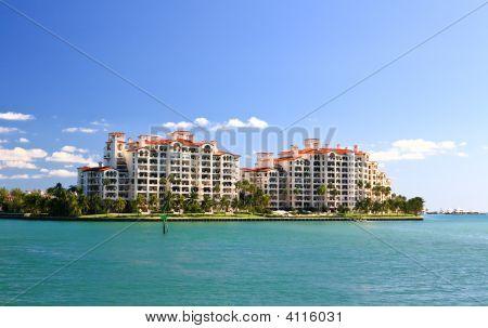 The Luxury Condominium In An Island In Miami