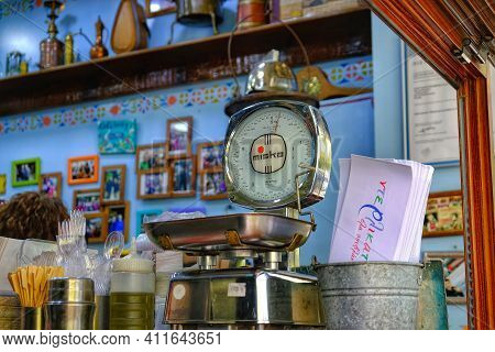 Thessaloniki,  Greece - July 31, 2017 : A Manual Vintage Food Scale In A Street Food Shop In Thessal
