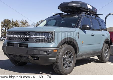 Indianapolis - Circa March 2021: Ford Bronco Display At A Dealership. Broncos Can Be Ordered In A Ba