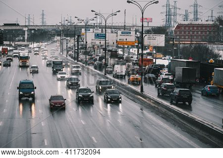 Moscow, Russia - January 28 2021: Traffic Jam On The Moscow Ring Road. Front View. In The Opposite D