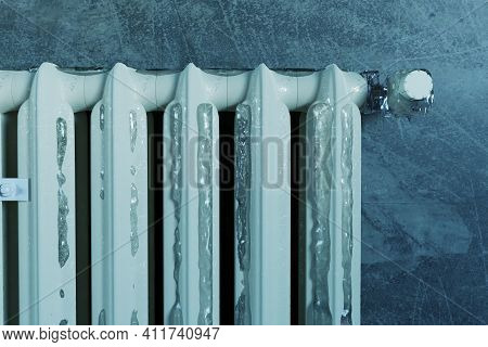 3d Rendering Of An Old Heat Radiator Covered With Ice Because Of Energy Poverty