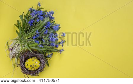 Easter Background. Easter Flowers. Easter Eggs. Happy Easter Card. Multicolored Easter Eggs.