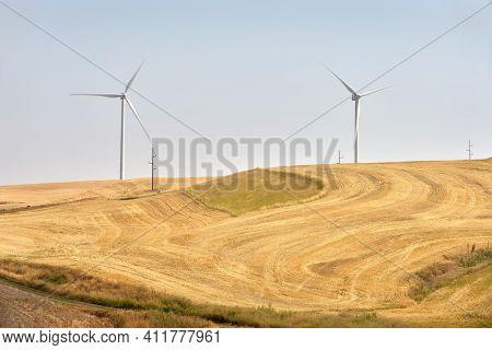 Windfarm Turbines Eastern Washington State. Wind Turbines On An Agricultural Field In The Palouse Ar
