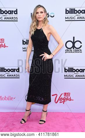 LOS ANGELES - MAY 21:  Sara Foster arrives for  2017 Billboard Music Awards on May 21, 2017 in Las Vegas, NV
