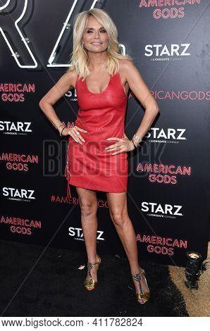 LOS ANGELES - APR 20:  Kristin Chenoweth arrives for