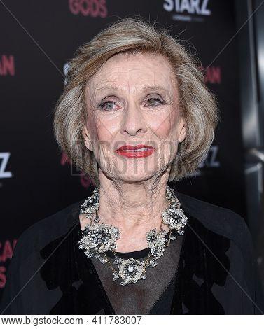 LOS ANGELES - APR 20:  Cloris Leachman arrives for
