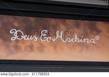 Bordeaux , Aquitaine France - 03 08 2021 : Deus Ex Machina Logo Text And Sign Front Of Fashion Cloth