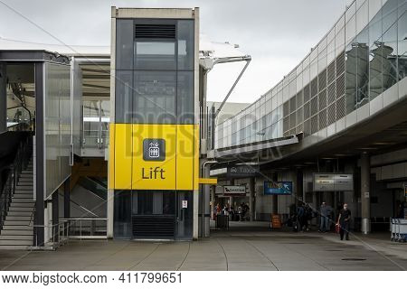 Brisbane Airport, Queensland, Australia - March 2021: Lift Up To The Second Level At Brisbane Domest