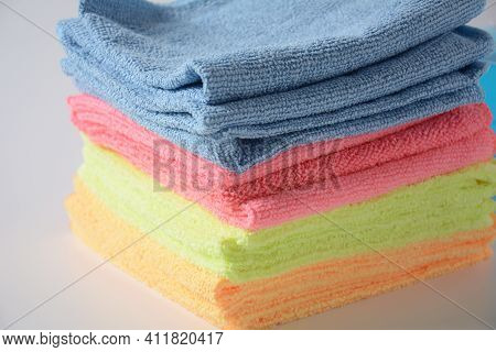 Multicolor Micro Fiber Cleaning Cloth With Static Electricity That Attracts Dust