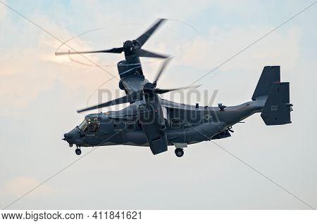 Us Air Force Bell Boeing V-22 Osprey Tiltrotor Military Aircraft In Flight. Uk - July 13, 2018