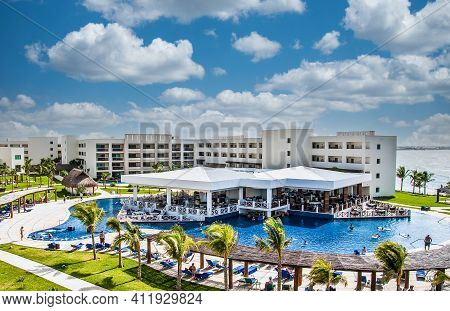 Cancun, Mexico - December 10, 2009: The Travel And Cruise Industry Was All But Crippled By The Covid