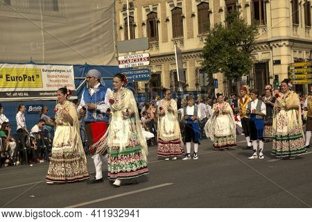 Murcia, Spain, 18 April 2017. Spring Festival In Murcia. Procession In National Costumes On Streets