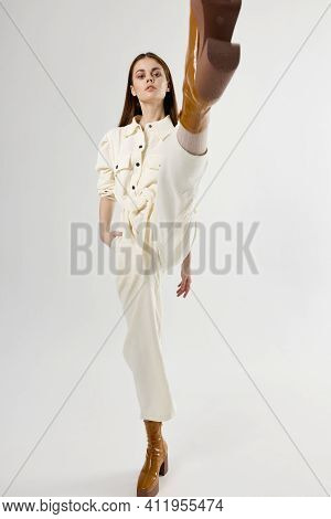Pretty Woman In Suit Holds Hand In Pocket Moda Studio Light Background