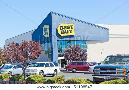 Sacramento, Usa - September 19: Best Buy Store On September 19, 2013 In Sacramento, California