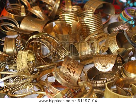 Gold Jewelry And Precious Jewels For Sale
