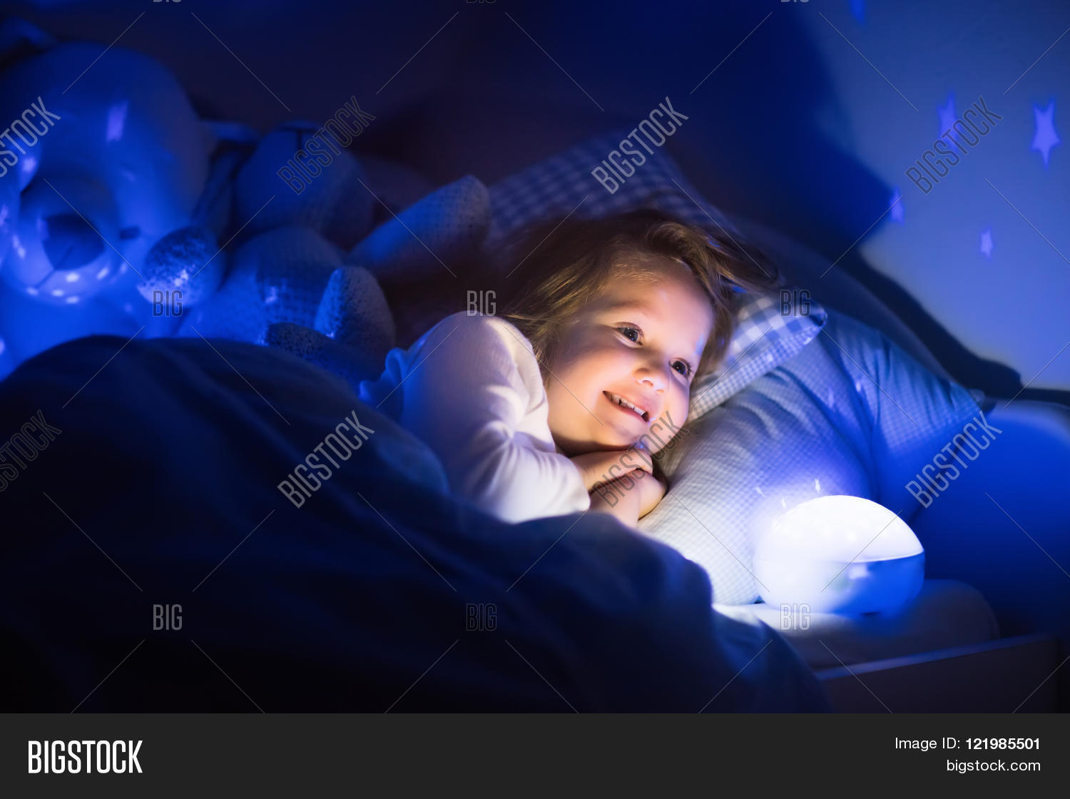 Little Girl Reading Book Bed. Dark Image  for Little Girl With Lamp  54lyp