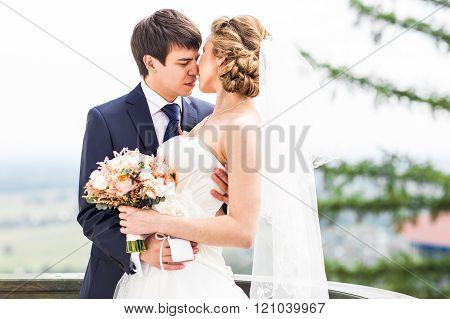 Wedding, Beautiful Romantic Bride and Groom Kissing
