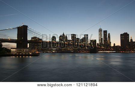 New York skyline showing Brooklyn Bridge.