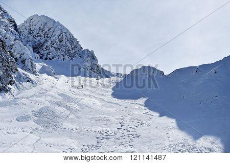 Winter mountaineering in Fagaras Mountains