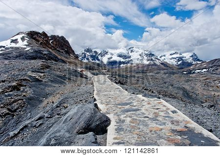 Way To  Pastoruri Glacier In Cordillera Blanca, Northern Peru