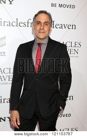 LOS ANGELES - MAR 9:  Wayne Pere at the Miracles From Heaven Premiere at the ArcLight Hollywood Theaters on March 9, 2016 in Los Angeles, CA
