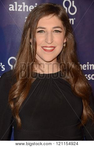 LOS ANGELES - MAR 9:  Mayim Bialik at the A Night at Sardis - 2016 Alzheimer's Association Event at the Beverly Hilton Hotel on March 9, 2016 in Beverly Hills, CA