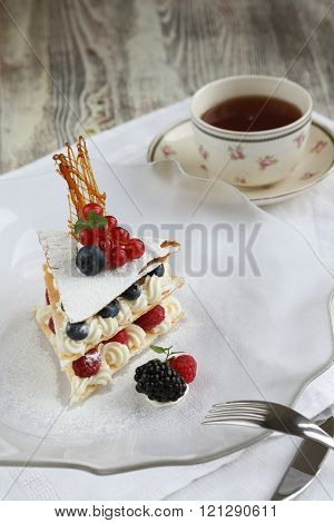French strawberry  and blueberry Meringue Cake