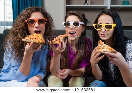 Fun, Movie and Pizza Time with Girlfriends.