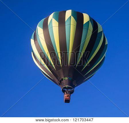 Single hot air ballon