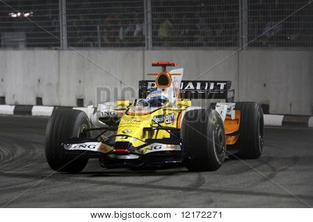 SINGAPORE - SEPTEMBER 26: ING Renault's Fernando Alonso races at the 2008 Singtel Singapore F1 Grand Prix on September 26, 2008 in Marina Bay Circuit, Singapore.