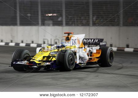SINGAPORE - SEPTEMBER 26: Renault's Fernando Alonso races at the 2008 Singtel Singapore F1 Grand Prix on September 26, 2008 in Marina Bay Circuit, Singapore.