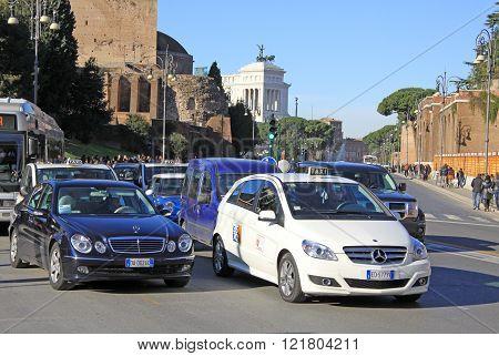 Rome, Italy - December 21, 2012: Via Dei Fori Imperiali. Street In Rome Near Forum Of Trajan And Mon