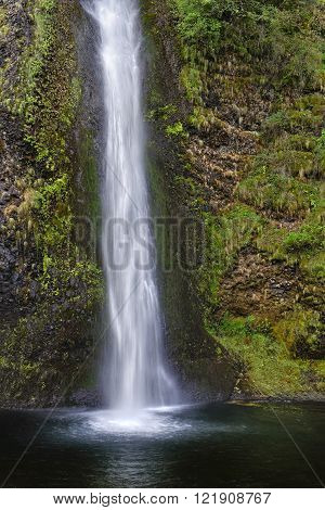 Horsetail Falls. The Columbia River Gorge is a canyon of the Columbia River in the Pacific Northwest of the United States. Up to 4000 feet (1200 m) deep the canyon stretches for over 80 miles (130 km) as the river winds westward through the Cascade Range