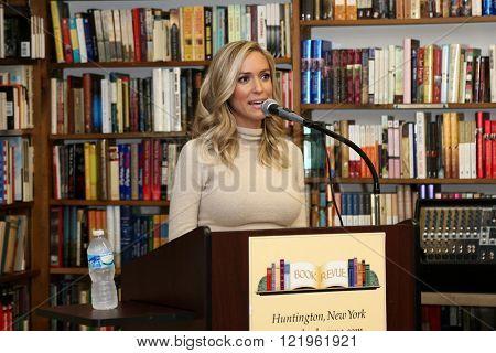 HUNTINGTON, NY-MAR 15: Kristin Cavallari speaks at book signing of