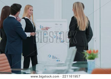 Manager of the company holds a working meeting before the busine