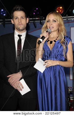 BEVERLY HILLS - NOV 22: Nicole Richie and Joel Madden at the 2008 UNICEF Snowflake Lighting Ceremony hosted by Joel Madden and Nicole Richie on Rodeo Drive in Beverly Hills, CA on November 22, 2008