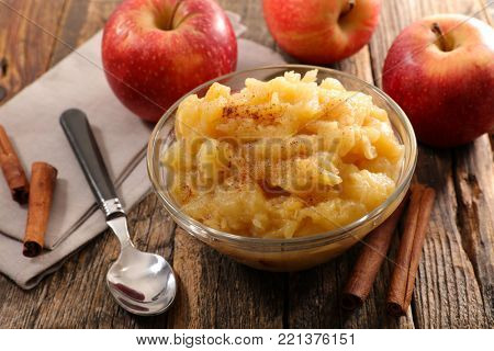 apple sauce in bowl