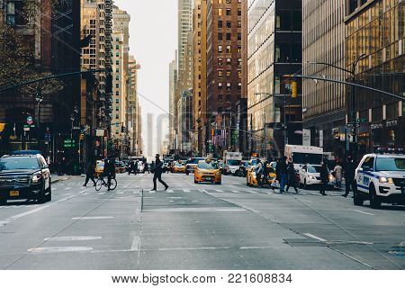 New York, Usa - Nov 27, 2017: Madison Ave And 45nd Street, Midtown Manhattan, New York City, United